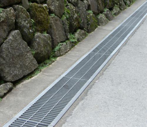 不锈钢格栅井盖和缝隙排水沟